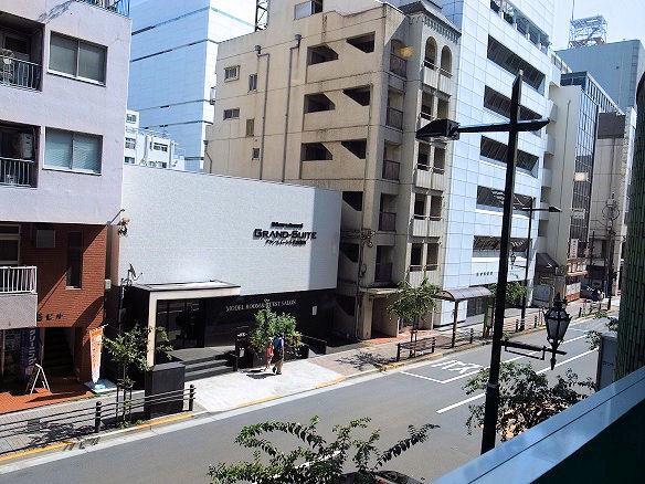 店内から見た外の風景.JPG