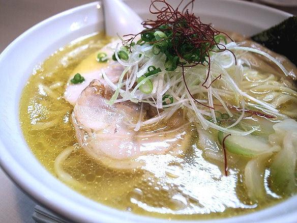 塩ラーメンのスープ.JPG