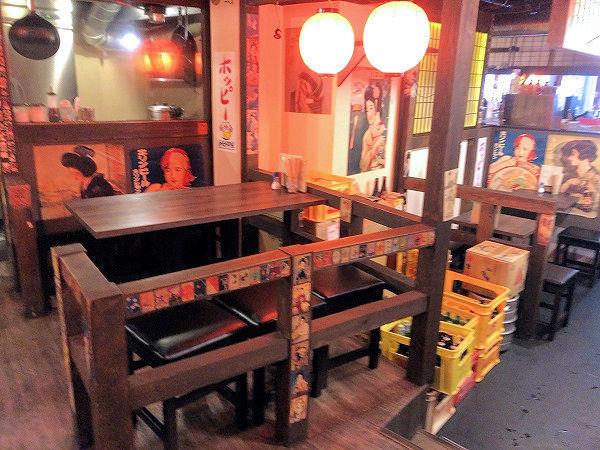 馬ヲムムのテーブル席.JPG