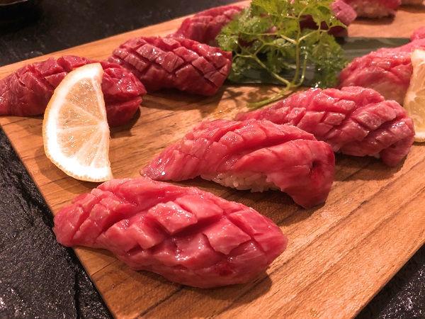 肉寿司(トモサンカク).JPG