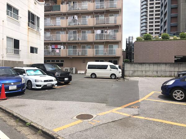 ステーキやるじゃんの駐車場.JPG