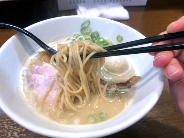 鶏白湯らあめんの麺.JPG