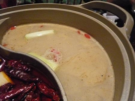 白湯の火鍋.JPG