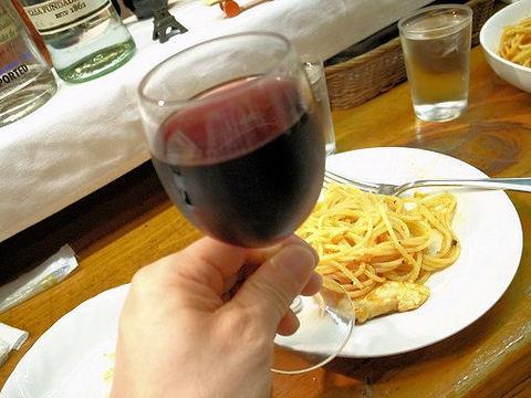 ラ・アマーティーのグラスワイン.JPG