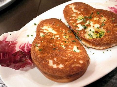 スカモルツァチーズの鉄板焼き.JPG