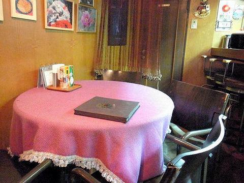 モンマルトのテーブル席.JPG