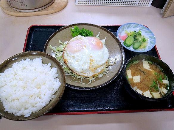 目玉焼き定食.JPG