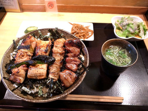 焼鳥丼の全容.JPG