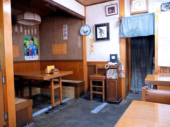 鳥松のテーブル席.JPG