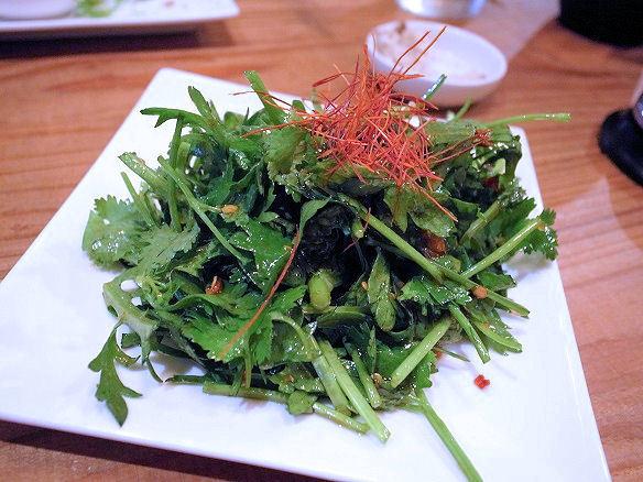 パクチーと春菊のサラダ.JPG