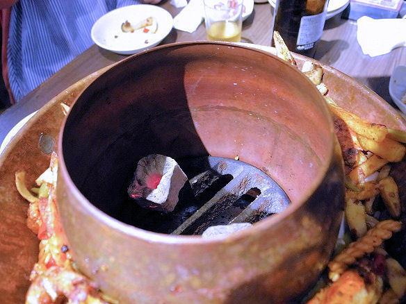 鍋の中の炭.JPG