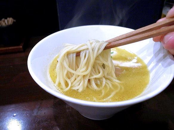 鶏そばの麺.JPG
