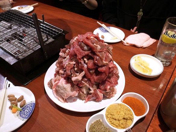 羊の足の丸焼きの全容.jpg