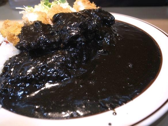 黒カレーのアップ.jpg
