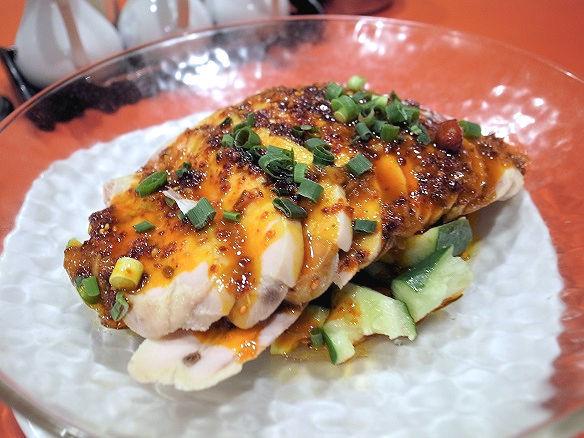 蒸し鶏の特製辛ソース.jpg