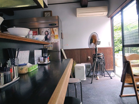 スタミナラーメン 屋台屋の店内.JPG