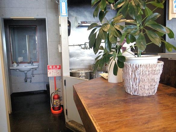 三〇食堂のカウンター.JPG