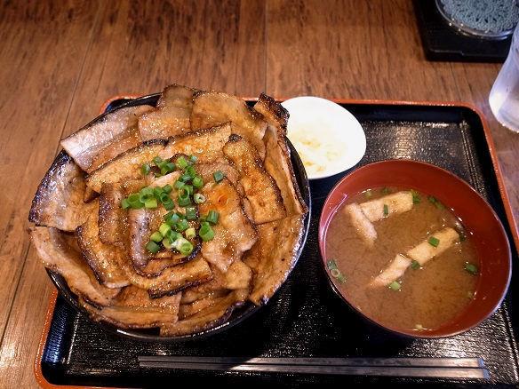 しょうゆダレ豚丼+丼大盛.JPG