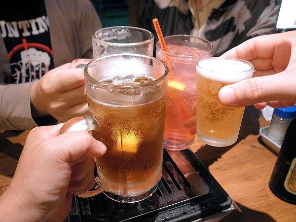広瀬川で乾杯.JPG
