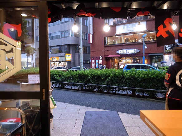 店内からの外の風景.JPG