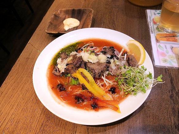 ジューシービーフトマト冷麺の全容.JPG