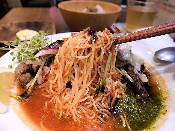 太陽のトマト麺の麺.JPG