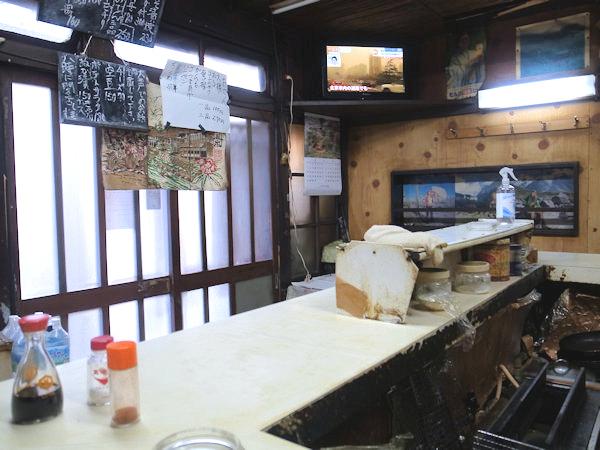 立飲みスタンド 三楽の店内.JPG