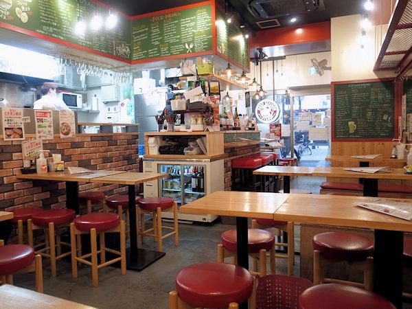 ビーフキッチンスタンド 歌舞伎町店の店内.JPG
