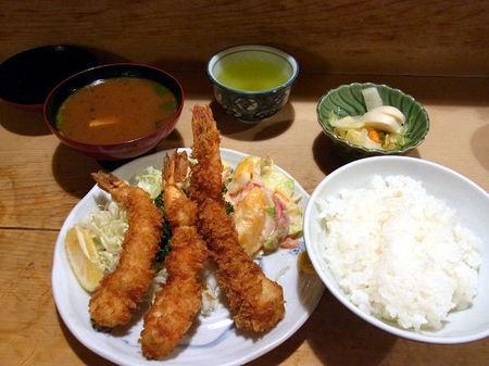 海老フライ定食の全容.JPG