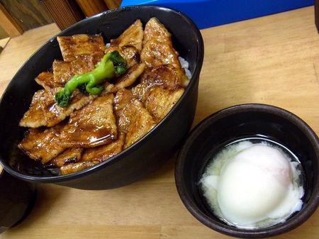 豚丼と温泉玉子.JPG