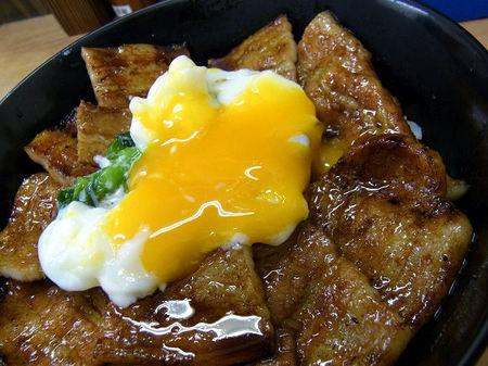半熟玉子と豚丼.JPG