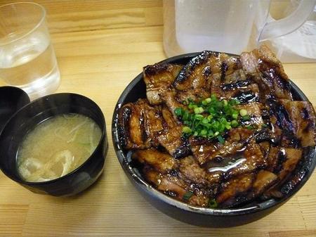 中豚丼の全容.jpg